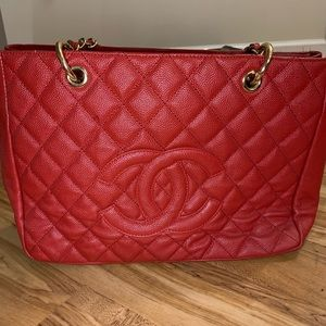 Chanel red medium caviar purse